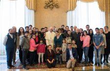 Il bambino romeno che ha fatto commuovere Papa Francesco: 'Perché mia mamma non mi accetta?'