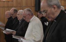 """""""Riponiamo in Dio la nostra sete"""". Esercizi spirituali di Papa Francesco"""