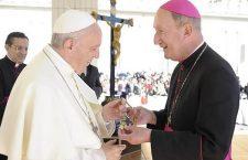Papa Francesco regalerà 1.000.000 di rosari ai giovani della Gmg di Panama