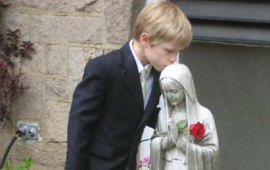 Bambino con Madonnina