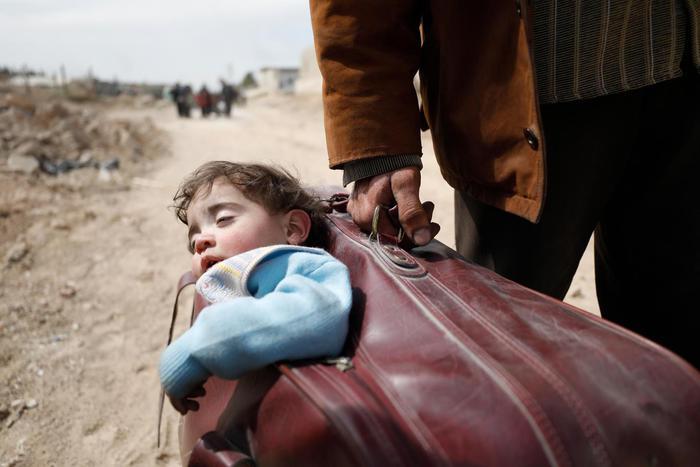 Siria: ong, oltre 100 morti in bombardamenti oggi