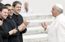 Tra i 16 nuovi preti che Papa Francesco ordinerà domenica anche un ex tributarista e un ex medico