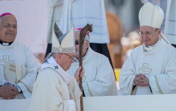 Come Servire La Messa.Papa Francesco A Molfetta Essere Come Gesu Pane Spezzato Per Gli