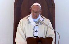 Papa Francesco a Molfetta: essere come Gesù pane spezzato per gli altri