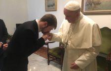 Forte appello e preghiera silenziosa di Papa Francesco per Alfie: 'Dio è l'unico padrone della vita'