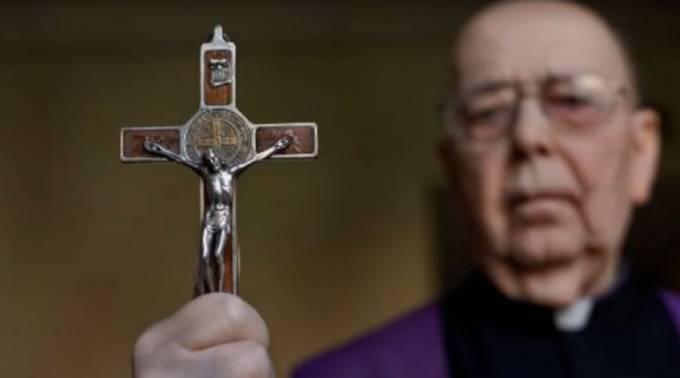 Padre Amorth parla delle apparizioni della Madonna a Medjugorje.