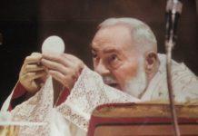 Una-Santa-Messa-celebrata-da-padre-Pio
