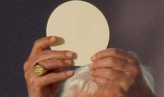 Eucarestia e profezie Benedetto XVI
