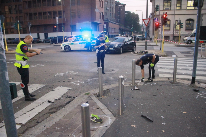 Incidente tra auto e moto a Milano