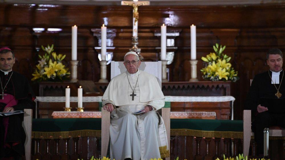 Papa Francesco giovani lettonia