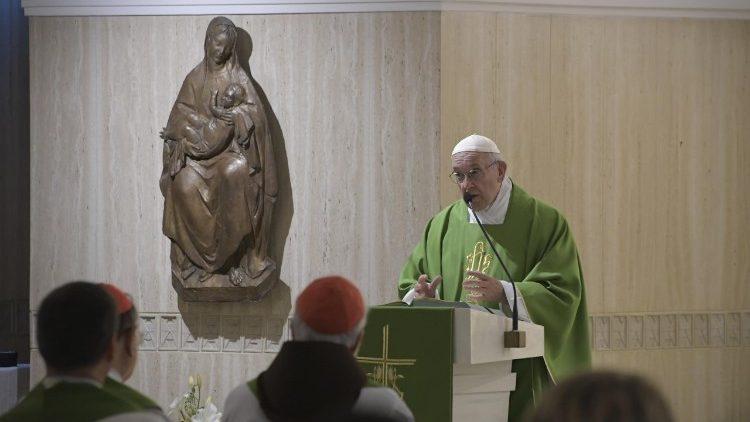 Papa_Francesco_Santa_Marta_verde-