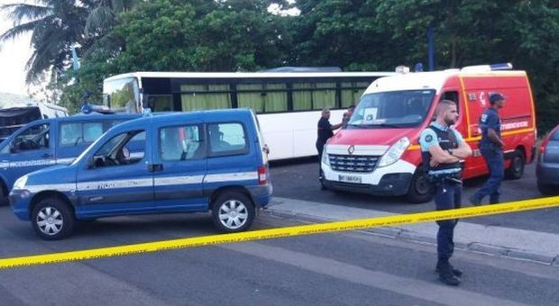 bimbo_morto_martinica_scuolabus