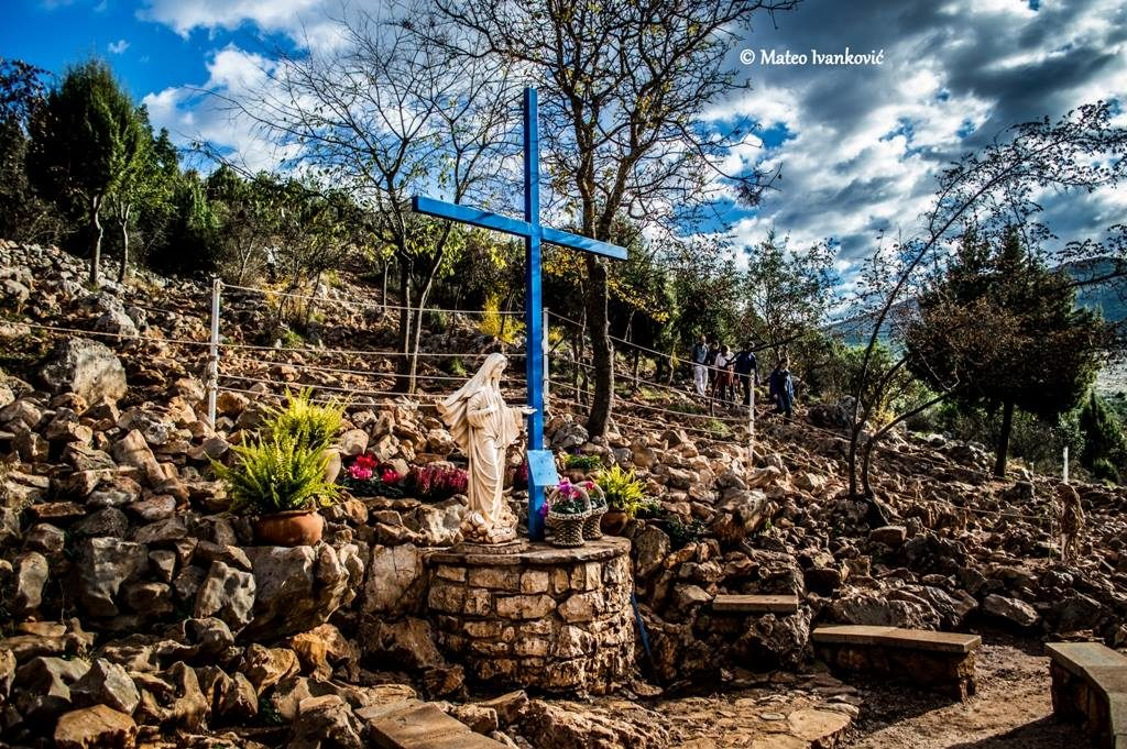 Medjugorje: apparition to Ivan and message.