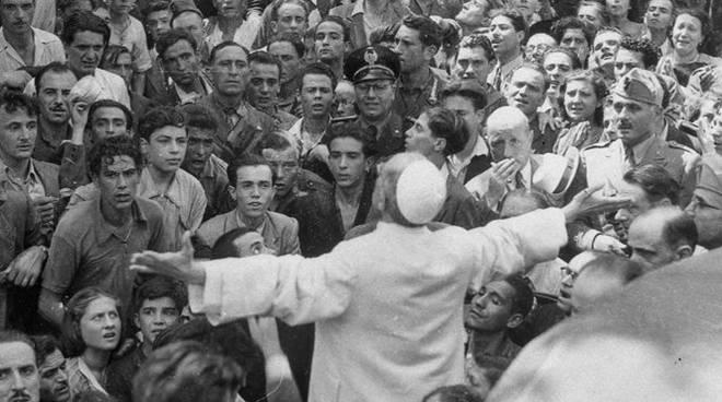 Papa Pio XII al Verano bombardamenti