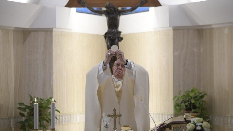 Papa Francesco: il consumismo, una malattia psichiatrica che uccide!
