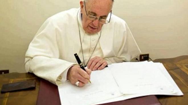 papa-francesco-scrive