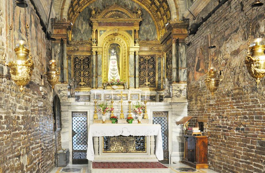 Il santo di oggi 10 dicembre 2018 beata vergine maria di for Interno della casa