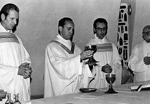 Padre_Bergoglio_oracion_jesuita