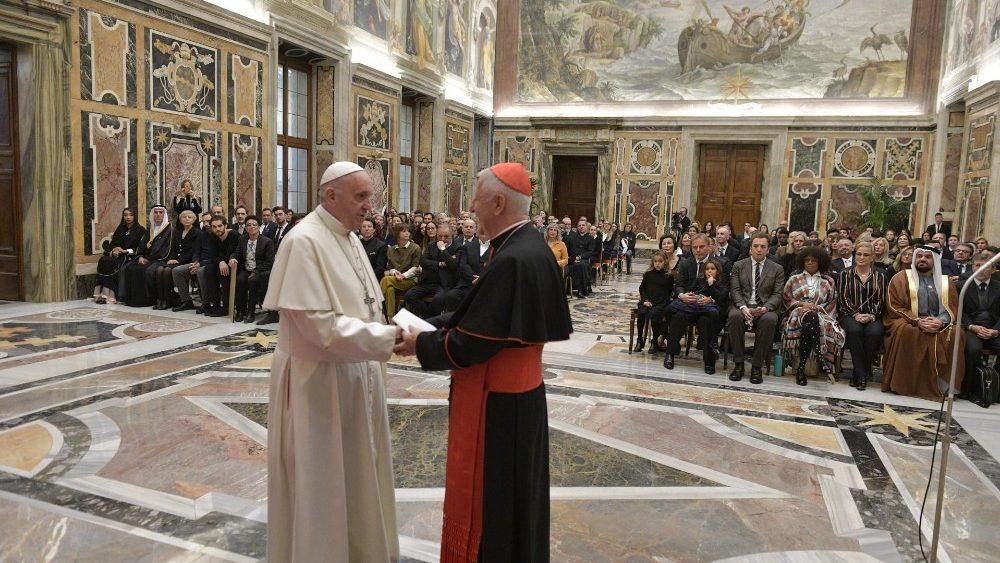 concerto di natale in vaticano. incontro di Papa Francesco con gli artisti