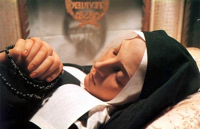 Lourdes. Il 3 aprile del 1919 il corpo di Santa Bernadette Soubirous venne esumato e ritrovato intatto