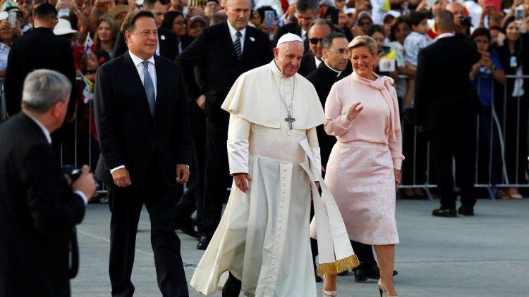 Papa Francesco è in volo per Ciampino, concluso il viaggio a Panama