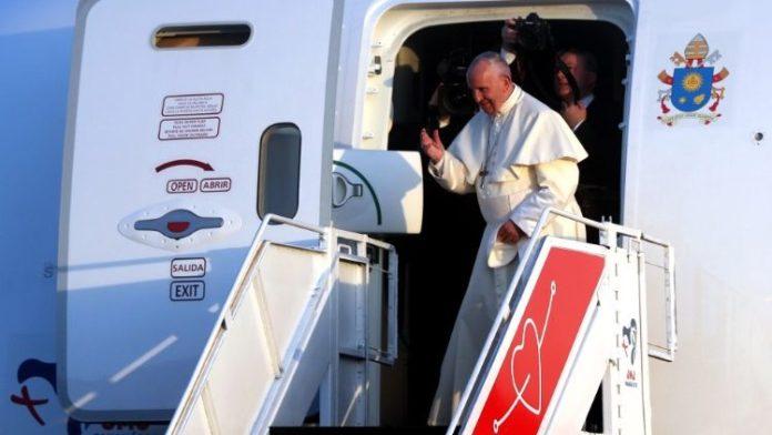 L' aereo Boeing 787 Avianca con a bordo Papa Francesco è decollato alle 00.23 del 28 gennaio, ora di Panama, dal paese centroamericano