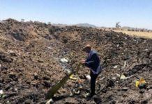 Il ceo di Ethiopian Airlines sul luogo del disastro aereo. L'immagine pubblicata dall'account ufficiale della compagnia