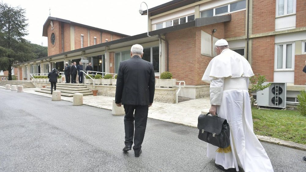 La settimana di Papa Francesco ad Ariccia: 'Tenere Gesù davanti agli occhi e fra le mani!'