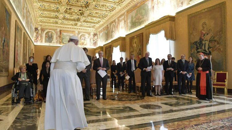 Papa Francesco: la pace è donna, e nasce dalla tenerezza delle madri!
