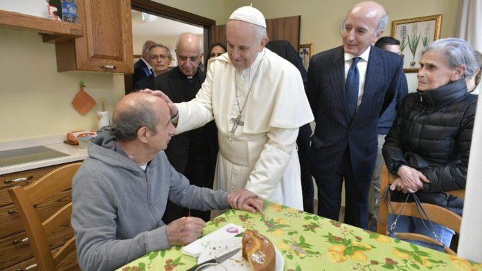 Venerdì della Misericordia, Francesco tra i malati di Alzheimer