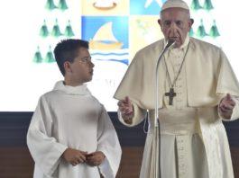 papa francesco.bambini.camerino