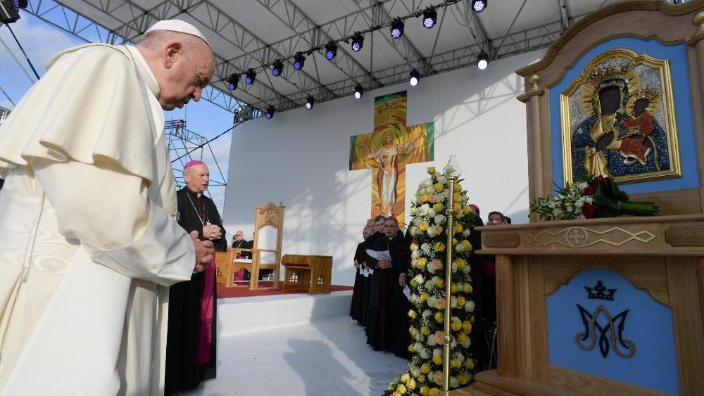 papa francesco romania
