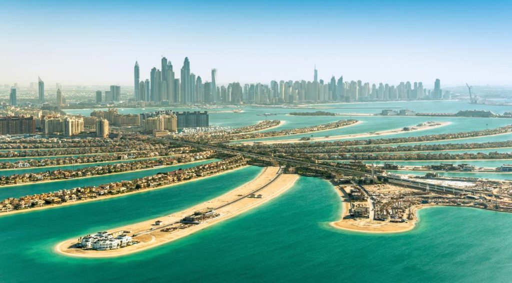 Bus turistico si schianta a Dubai, 17 vittime