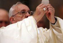 Il consiglio di Papa Francesco agli sposi: l'Eucaristia sia al centro della nostra vita!