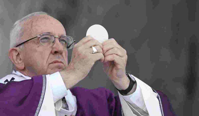 papa-francesco-eucarestia