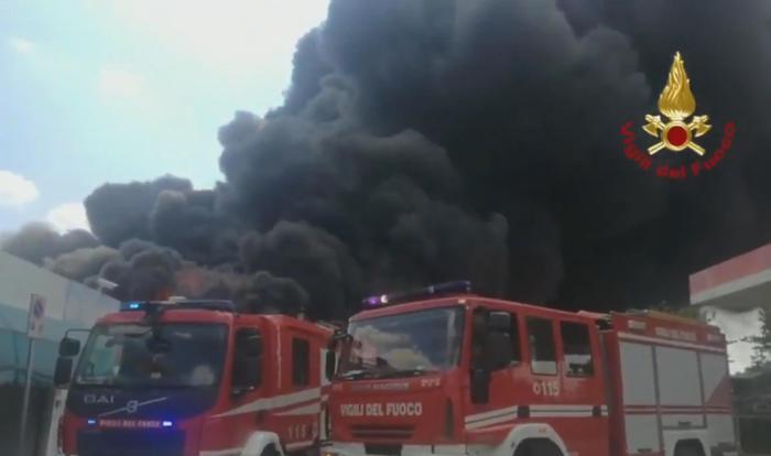 Incendio in azienda di Avellino. Prefetto: 'Stato di emergenza'