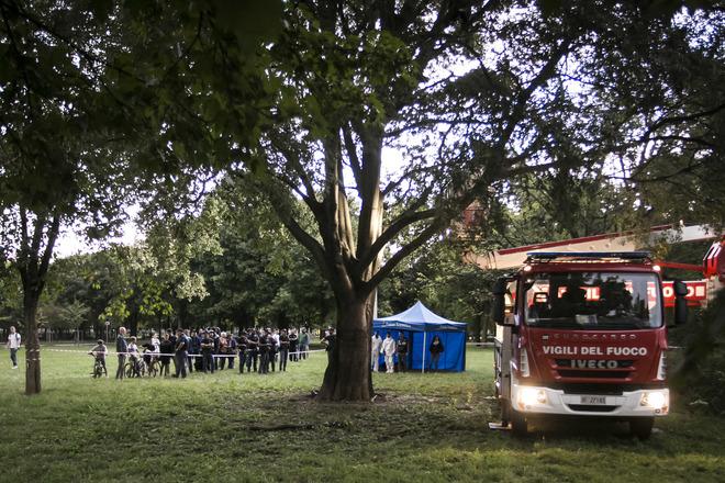 Choc a Milano. Uomo trovato impiccato ad un albero a 9 metri di altezza