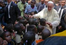 papa francesco in africa giovani