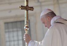 """Papa Francesco sui nuovi 5 Santi della Chiesa: sono """"luci gentili"""" nel buio di questo mondo"""