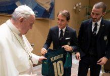 L'omaggio della nazionale 'azzurra' a Papa Francesco.