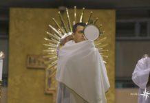 momento dedicato alla preghiera personale e comunitaria in collegamento da Medjugorje, la preghiera di Adorazione Eucaristica