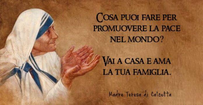 Frasi Auguri Natale Madre Teresa Di Calcutta.La Vigilia Di Natale Con Madre Teresa Una Poesia Che Accende Anche Il Cuore Piu Duro Papaboys 3 0