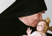 Madre-Speranza con Gesù bambino
