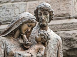 8 brevi ed intense preghiere, da recitare oggi, 29 dicembre 2019, per consacrarti alla Sacra Famiglia!