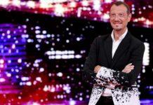 Amadeus parla di Sanremo 2020 e noi gli ricordiamo il tributo dei Papaboys