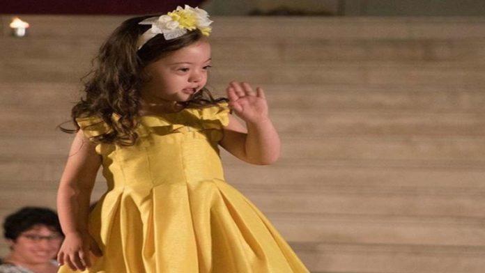 Francesca - la bimba di 4 anni modella con sindrome di Down