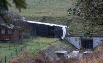 Germania, scuolabus in un torrente. Morti due bimbi, molti sono gravi
