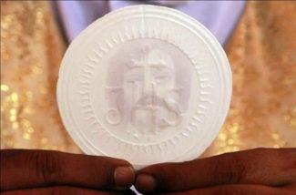 In Vaticano l'Ostia su cui apparve il Santo Volto di Gesù. Il miracolo in India3