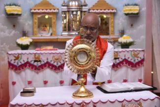 In Vaticano l'Ostia su cui apparve il Santo Volto di Gesù. Il miracolo in India4