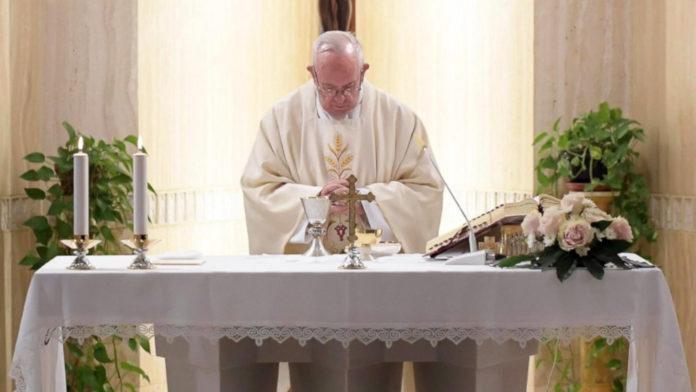 Papa Francesco a Santa Marta'l'inquietudine della gelosia', come 'un tarlo che ti rode dentro'2